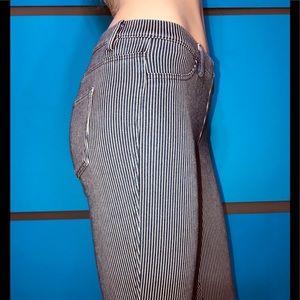 UNIQLO • Denim Pinstriped Skinny Capri's / (XS)